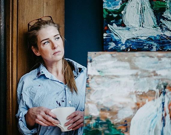 Katja Freimuth Künstlerin nachdenklich
