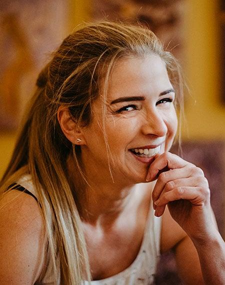 Katja Freimuth Künstlerin lachend